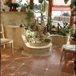 Natursteinarbeiten in einem Wintergarten. Boden: Rosso Verona antik mit Einlegern aus Botticino antik