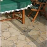 Solnhofener Polygonalplatten als Bodenbelag in einem Wintergarten
