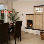 Holzbrandkachelofen für zwei Räume (Feuerungsseite Küche)