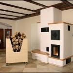 Holzbrandkachelofen (Kesselgerät) mit keramischer Nachheizfläche und beheizter Ofenbank (elektronische Abbrandsteuerung)