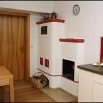 Außenbefeuerung eines Holzbrandkachelofens (Küche)